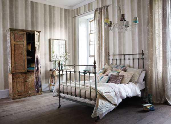 кровать с перилами