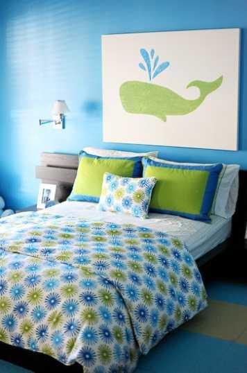 картина с дельфином в спальне