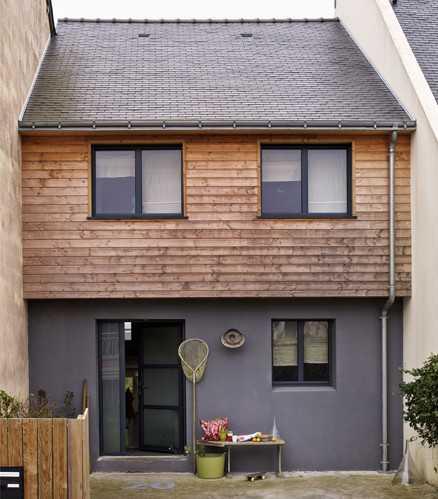 фасад деревянного дома во Франции
