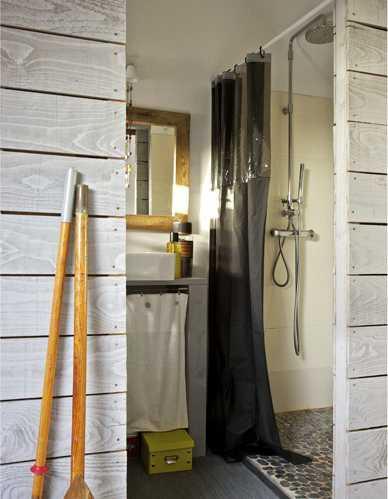 деревянный вход в ванную