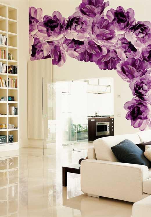 фиолетовые цветы на обоях