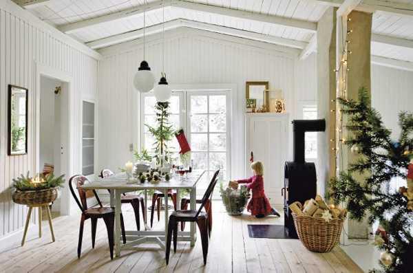 рожественская гостиная со столом в Дании