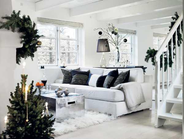 красивый белый праздничный рождественский интерьер