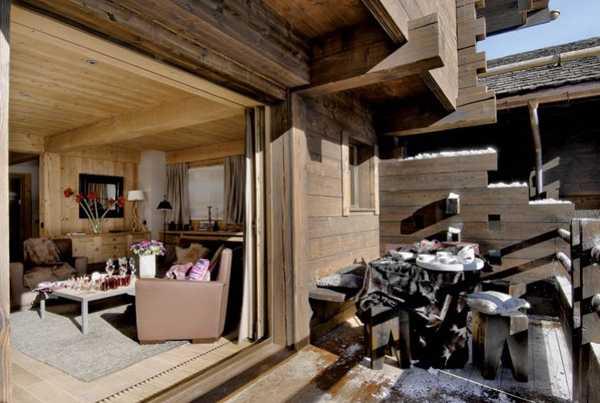 комната в горах с балконом