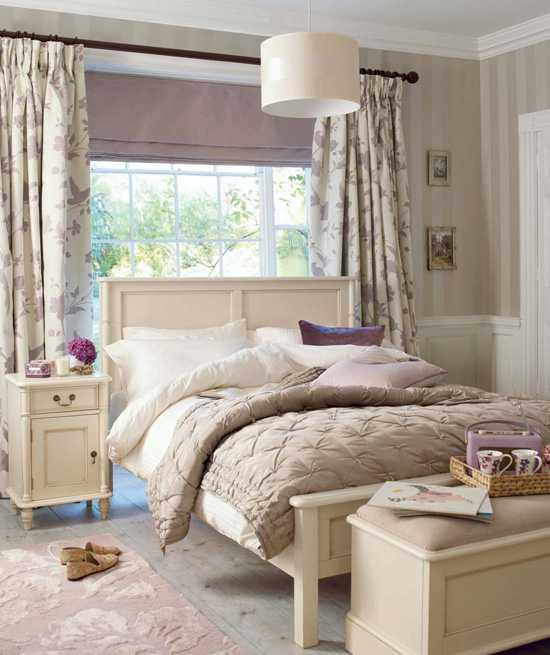 спальня в нежныйх тонах Laura Ashley