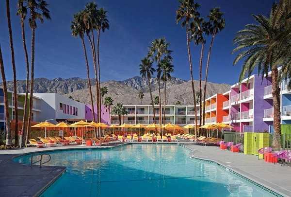красочный отель