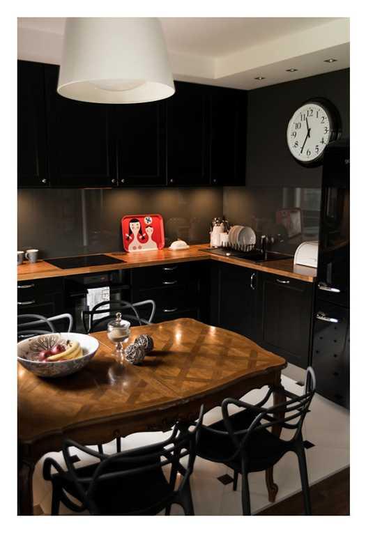 Черная столешница в интерьере кухни фото