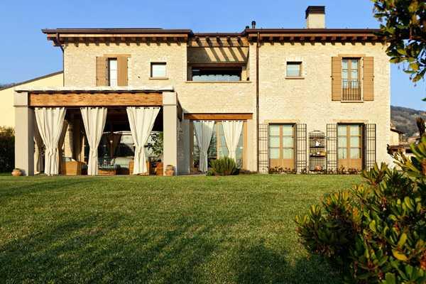 Французский дом в Италии