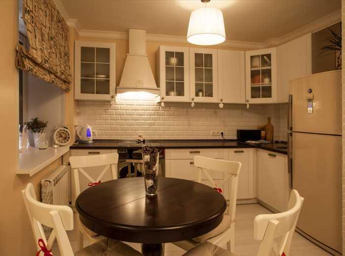 Белый пол на кухне фото