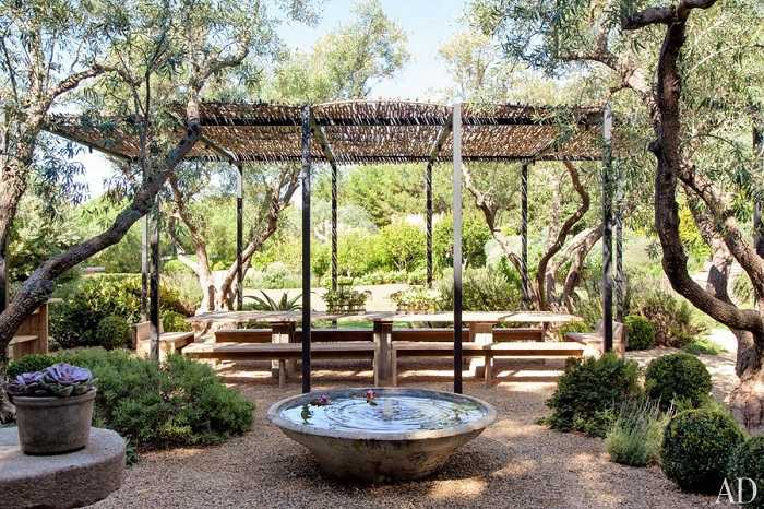 item6.rendition.slideshowWideHorizontal.patrick-dempsey-malibu-home-12-outdoor-dining-area