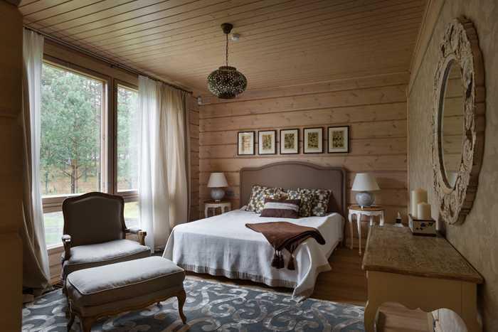 Величественный деревянный дом в Ленинградской области