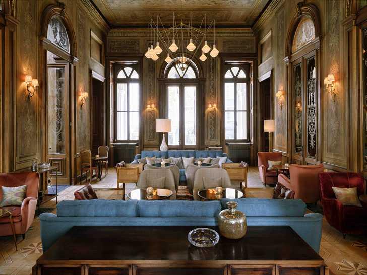 Модный клубный отель Soho House в роскошном здании в Стамбуле