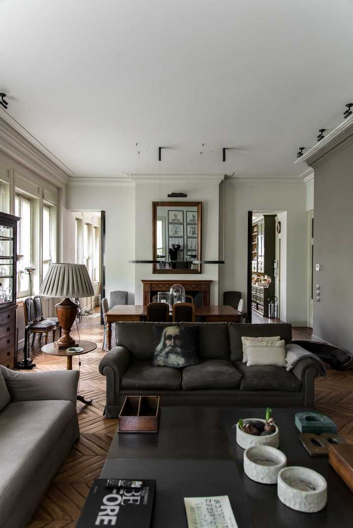 Строгий и драматичный интерьер квартиры в Милане