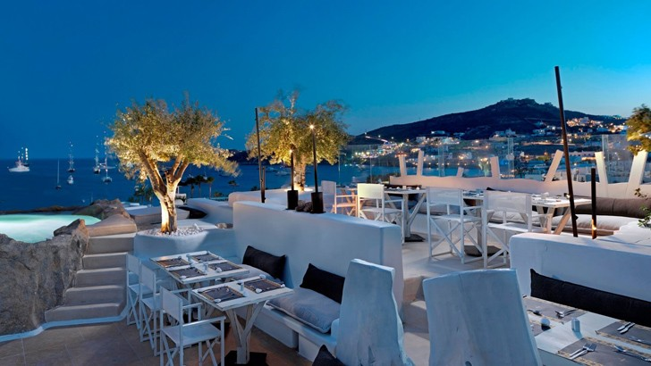 Дизайнерская оправа для традиционного греческого отеля