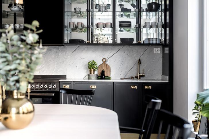 Черно-белый интерьер с золотыми деталями (81 кв. м)   Пуфик - блог о дизайне интерьера