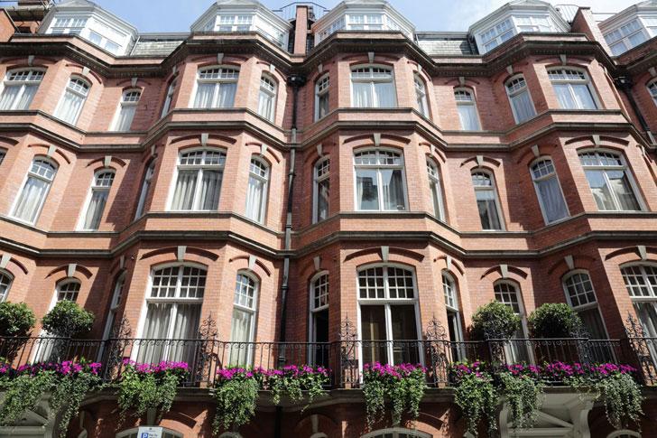 chic luxury athenaeum hotel in london photos ideas design. Black Bedroom Furniture Sets. Home Design Ideas