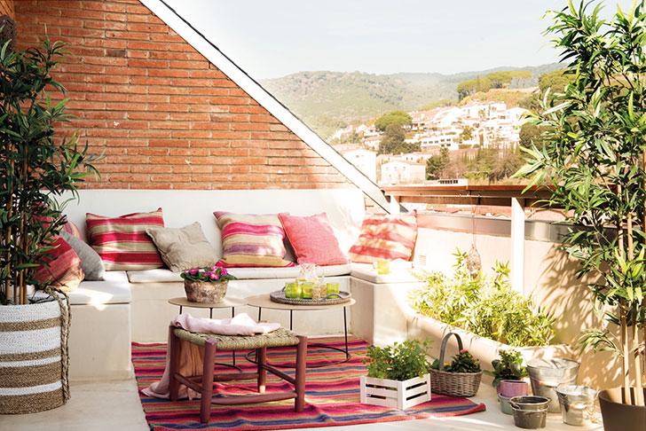 Нежный интерьер квартиры с террасой в Испании   girly small home in spain pufikhomes 1