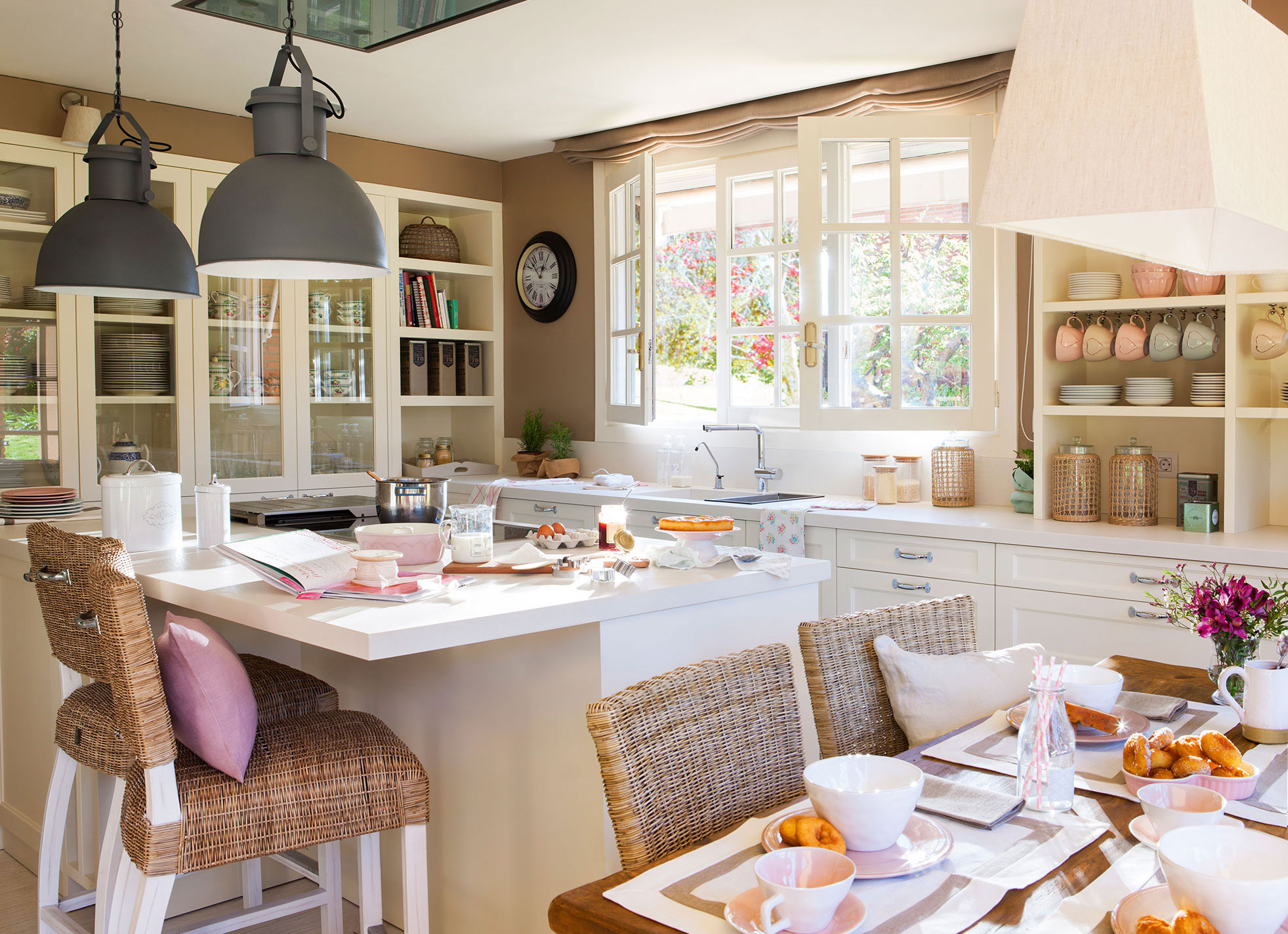 Кухня в загородном доме, которая вдохновляет