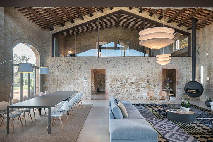 Modern design in an old stone farmhouse in spain photos for Riviste di interior design
