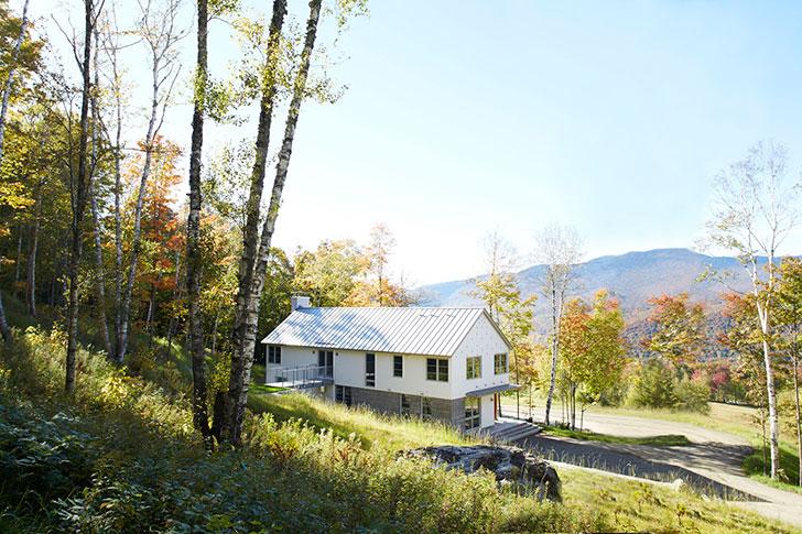 Светлый и уютный дом в горах в США