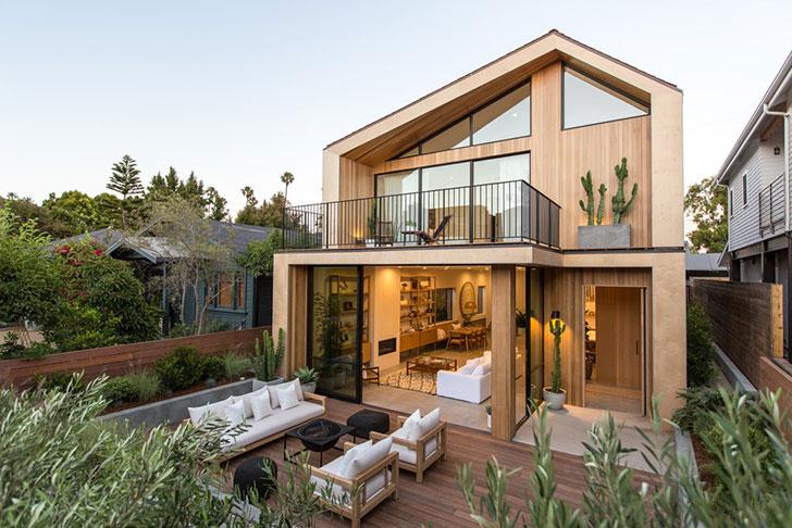 Современный дом с террасой на крыше в Лос-Анджелесе