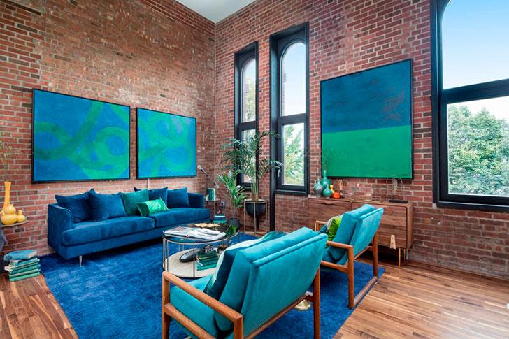 Яркий лофт с синими и зелеными акцентами в Нью-Йорке