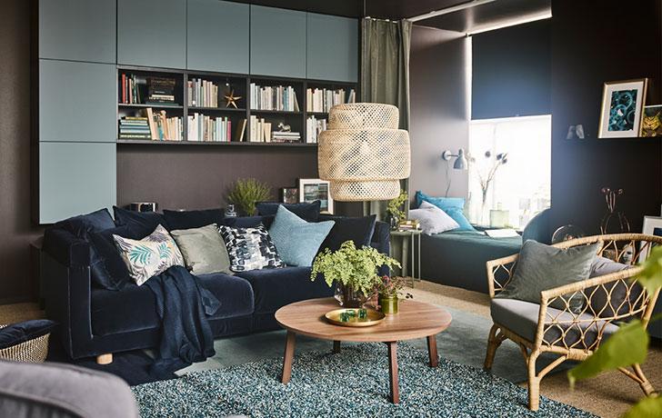 Идеи от ИКЕА: чудесная гостиная в темных тонах на 29 кв. м