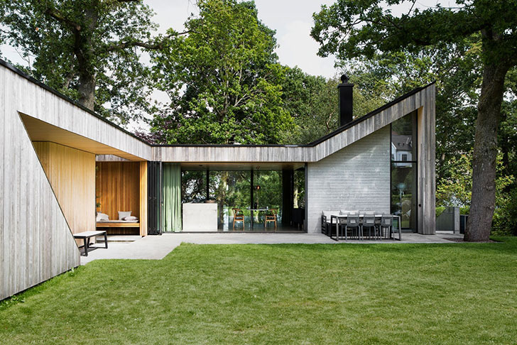 Magnificent Modern Cottage Which Was Seamlessly Inscribed In The Landscape Huge Windows Wooden Finishes And A Real Tree Integrated Into Architecture
