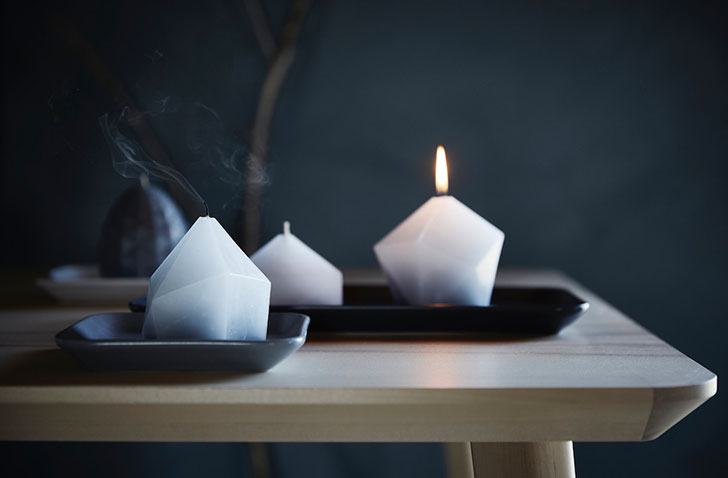 Красивые формовые свечи белого цвета Икеа Винтер - фото