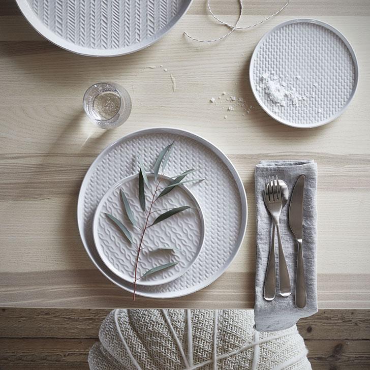 Набор белых тарелок Винтер ИКЕА - фото