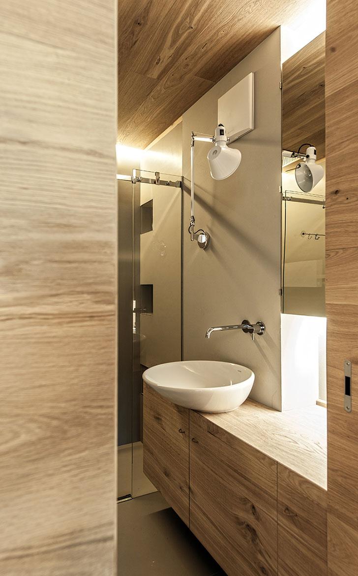 IT15 Домик в Альпах с деревянным минималистичным интерьером Фото