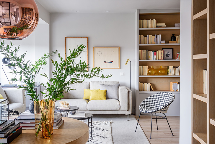 Natural materials and smell of spring bright apartment in madrid
