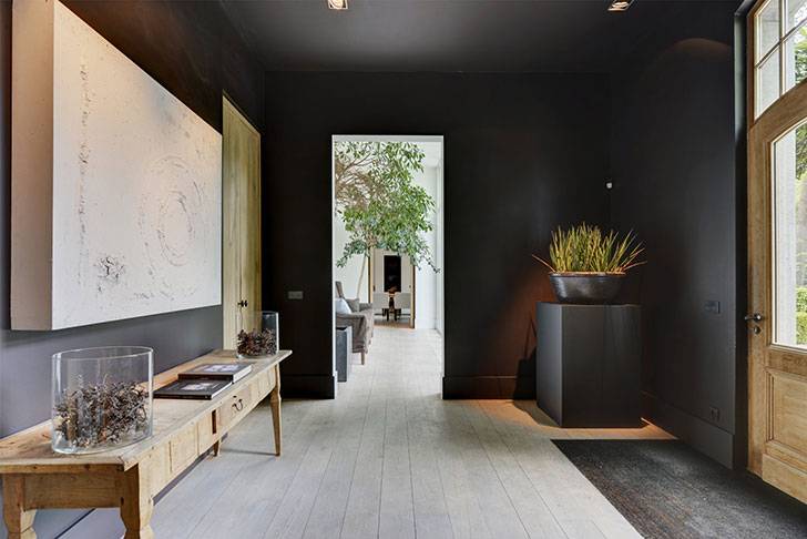 The rooms are not overloaded with furniture and decor, large windows let in a maximum amount of daylight, and natural materials create an incredibly cozy ...