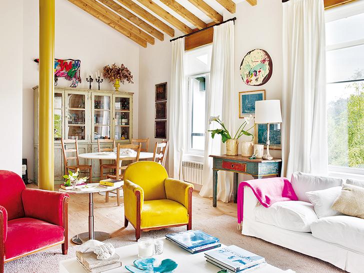 Яркие цвета и натуральные материалы: современный деревенский дом в Испании