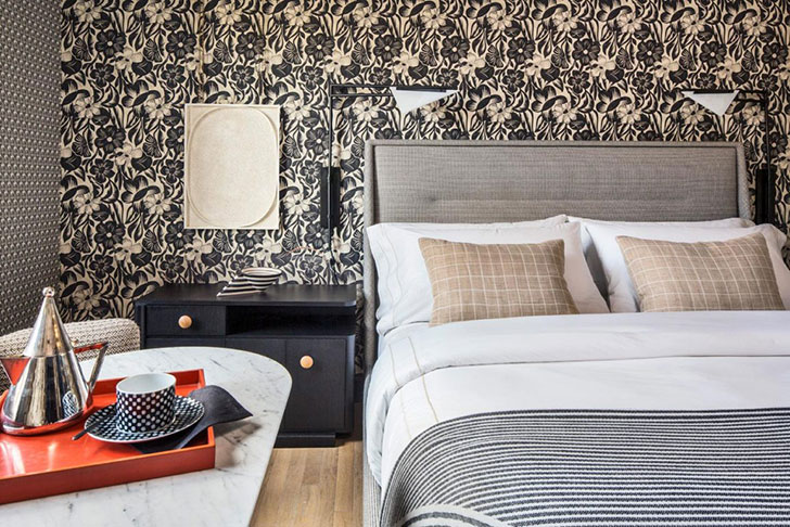 The rooms of the new Proper hotel in San Francisco do not have a single wall that would not have been decorated with expressive wallpaper, and the patterns ...