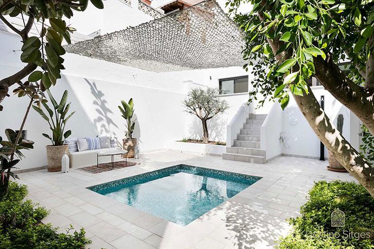 Мини-отель на 7 номеров с террасой и бассейном в Испании