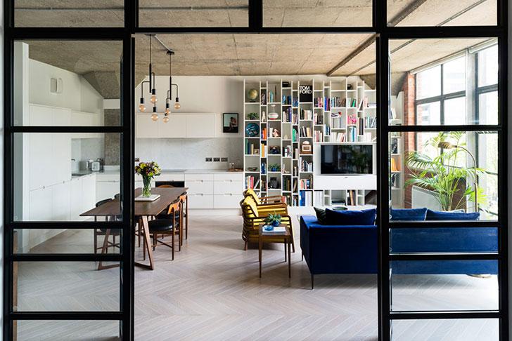 Яркая современная квартира с видом на реку в Лондоне