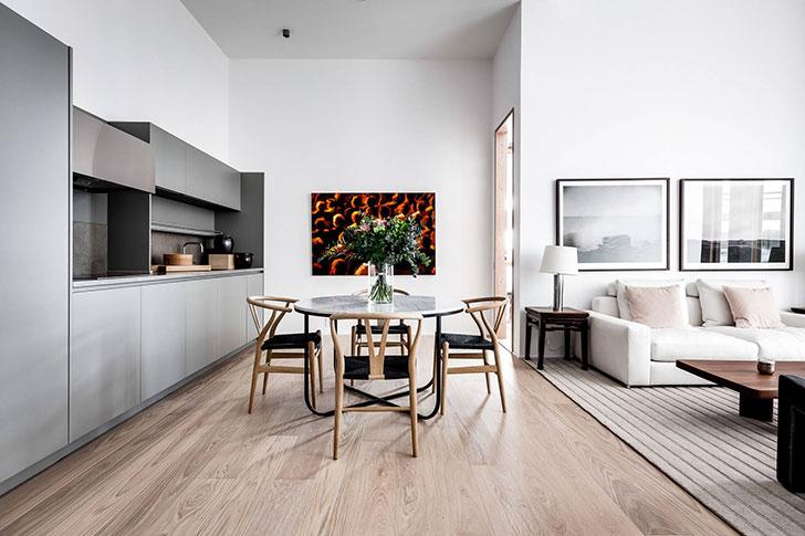 Открытое пространство и ничего лишнего: современная квартира в Швеции