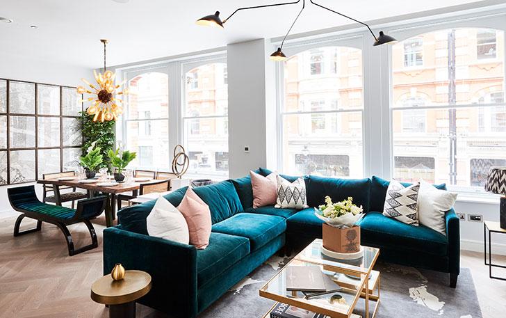 2e8efc395ce8 Дизайн этих светлых апартаментов в районе Ковент-Гарден в Лондоне  создавался для современного стилиста, поэтому в интерьере не могло бы  посредственных или ...