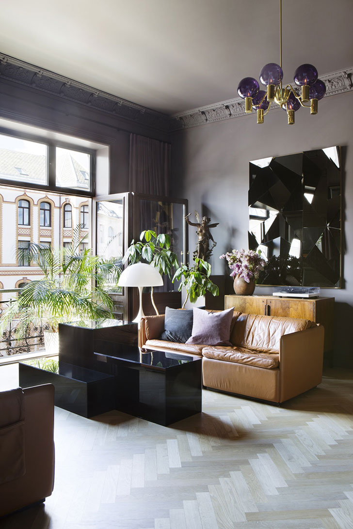 Despite the fact that the interiors base remain classic the design is dominated by modern furniture and decor it turned out to be a stylish and impressive