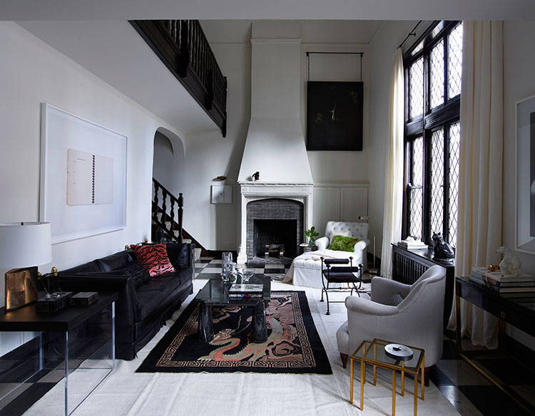 ... Unique Apartment In 1920 In Chicago, Which Boasts A Fireplace And A  Second Light. Despite The Black And White Scheme, The Interiors Contain A  Lot Of ...