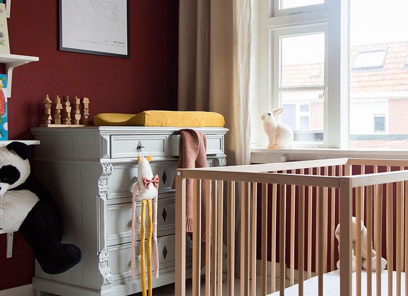 Детская для младенца в интересных тонах