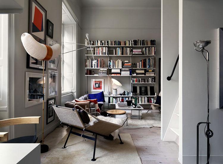 Шведская квартира с контрастными акцентами и спальней под потолком