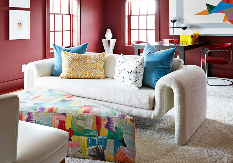 Игривый и наполненный красками интерьер дома в США