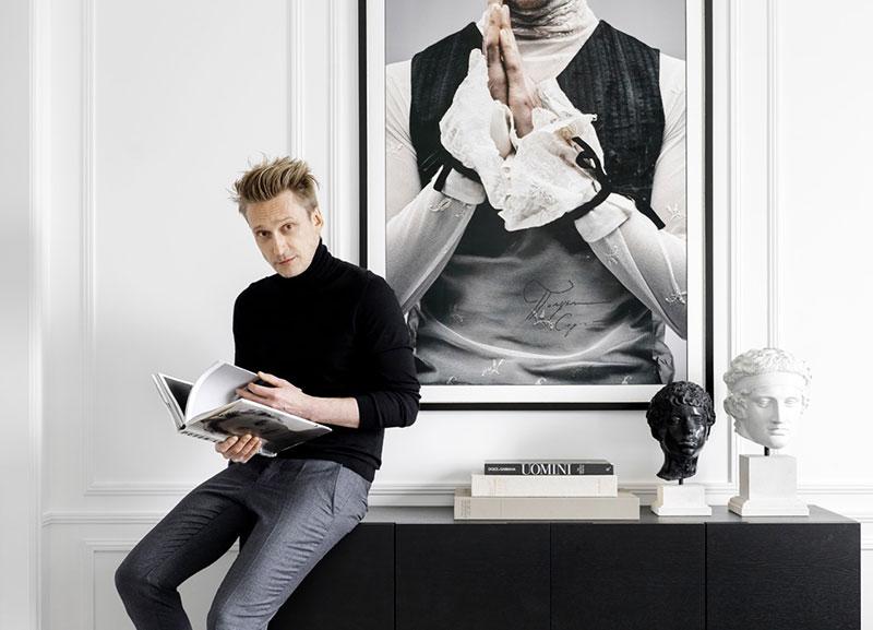 Дом знаменитости: белая квартира директора моды журнала Elle в Москве