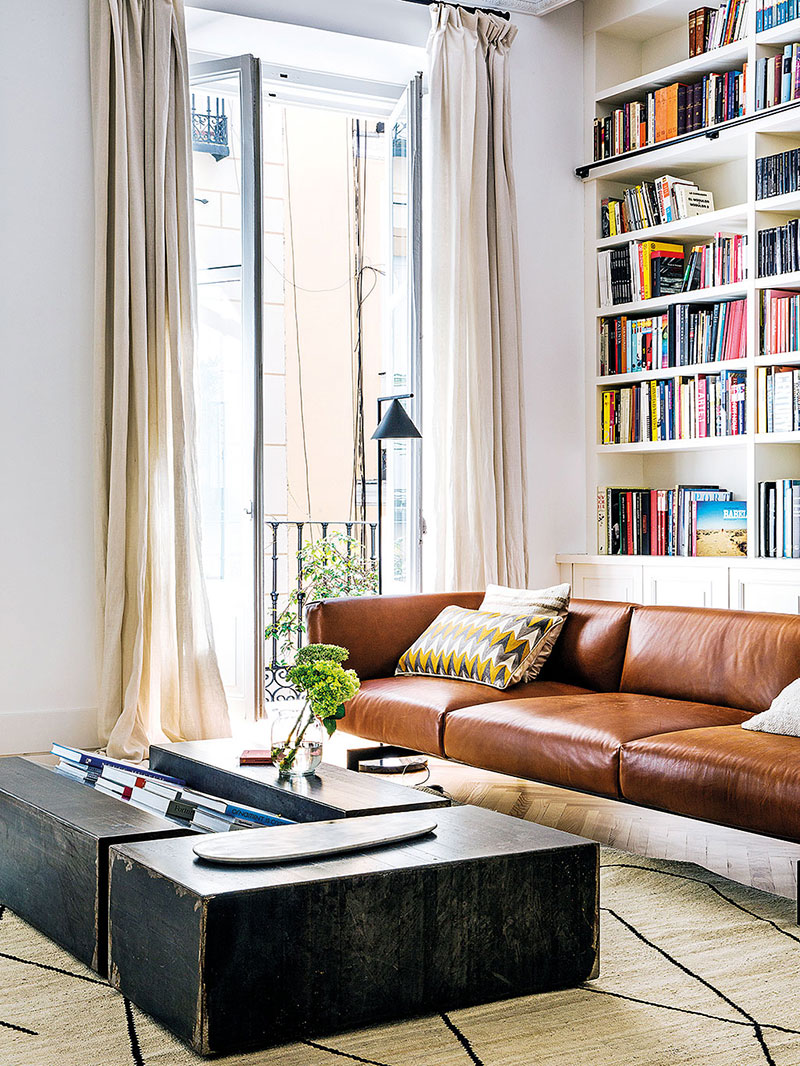 Moreover the designer uses the apartment as a laboratory where he develops cozy formulas to use in his projects easy modern live