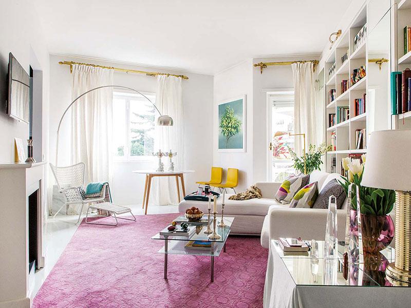 Ванна в спальне и сумочки как декор: квартира для девушки в Риме (70 кв. м)