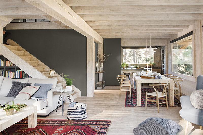 Уютный деревянный домик посреди леса в Испании