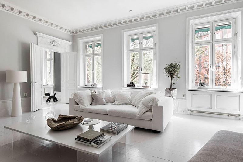 Смелая мебель и аксессуары в интерьере квартиры в Швеции