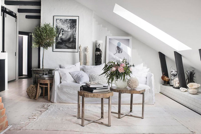 This Attic Apartment In Stockholm Has Definitely Not Only Sense Of Comfort But Also A Creative Atmosphere The Black And White Scheme Was Complemented With
